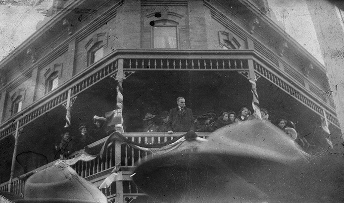 Frank Oliver speaking from balcony of Selkirk Hotel on being appointed Minister of the Interior, April 10, 1905. Image courtesy of the City of Edmonton Archives, EA-10-2050. Do not reproduce.