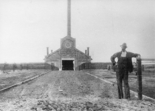 Rat Creek Incinerator circa 1913. Photographed by Mrs. Gladys Hanson. Image courtesy of the City of Edmonton Archives EA-232-1.