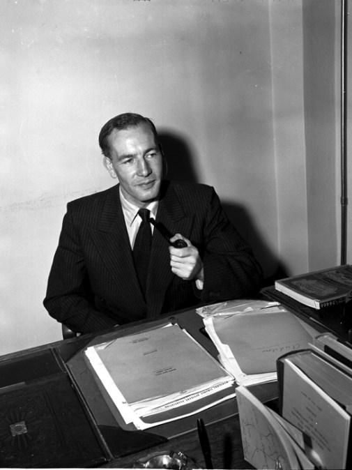 Noel Dant, senior city planner for Chicago, visits Edmonton, August 23, 1949. Photo by Eric Bland. City of Edmonton Archives, EA-600-2771.