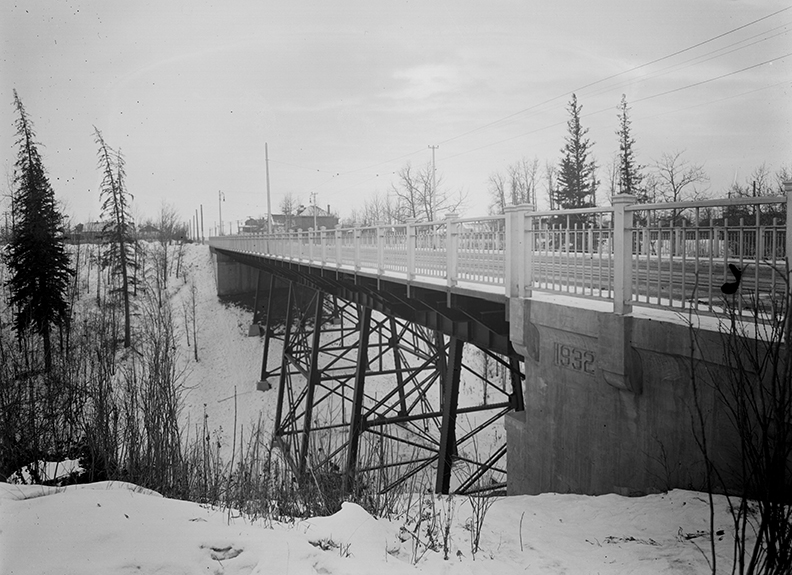 Kinnaird Ravine Bridge c. 1939. Photo courtesy of the City of Edmonton Archives EA-75-878.