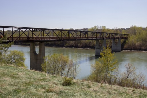 Cloverdale Footbridge looking east, Photo by Ester Malzahn ©2015 http://yeguncovered.com/2015/05/10/save-the-cloverdale-footbridge/