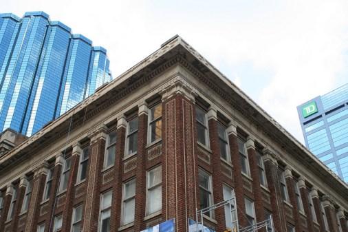 """SE corner, Kelly-Ramsey Building"" Photo by Flickr user Colby Cash © June 30, 2013 Creative Commons License - https://flic.kr/p/eZf1mq"