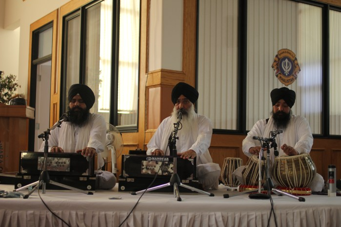 Sikh choir at the Siri Guru Nanak Sikh Gurdwara. Photo by Umar Akbar.