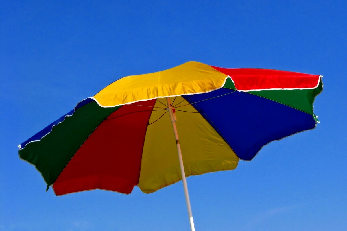 Se la risposta è sì, il nostro consiglio è quello di optare per un ombrellone, meglio ancora se dotato di una solida e robusta struttura. Ombrelloni Da Giardino Come Scegliere Il Modello