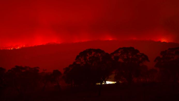 Bushfires rage near Bungendore. Photo: Andrew Campbell