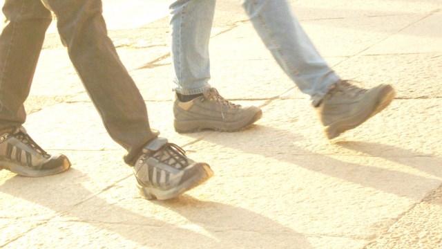 Walk on by (Flickr: Marthathegoodone)