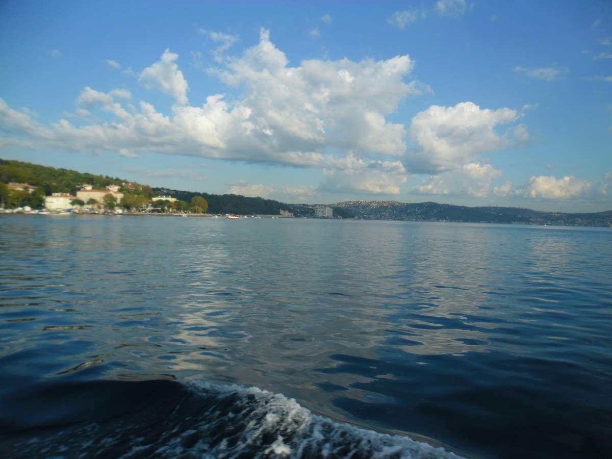 Crossing the Bosphorus by boat 0