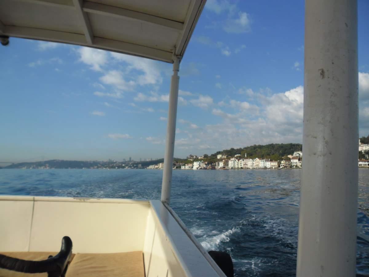 Crossing the Bosphorus by boat 09