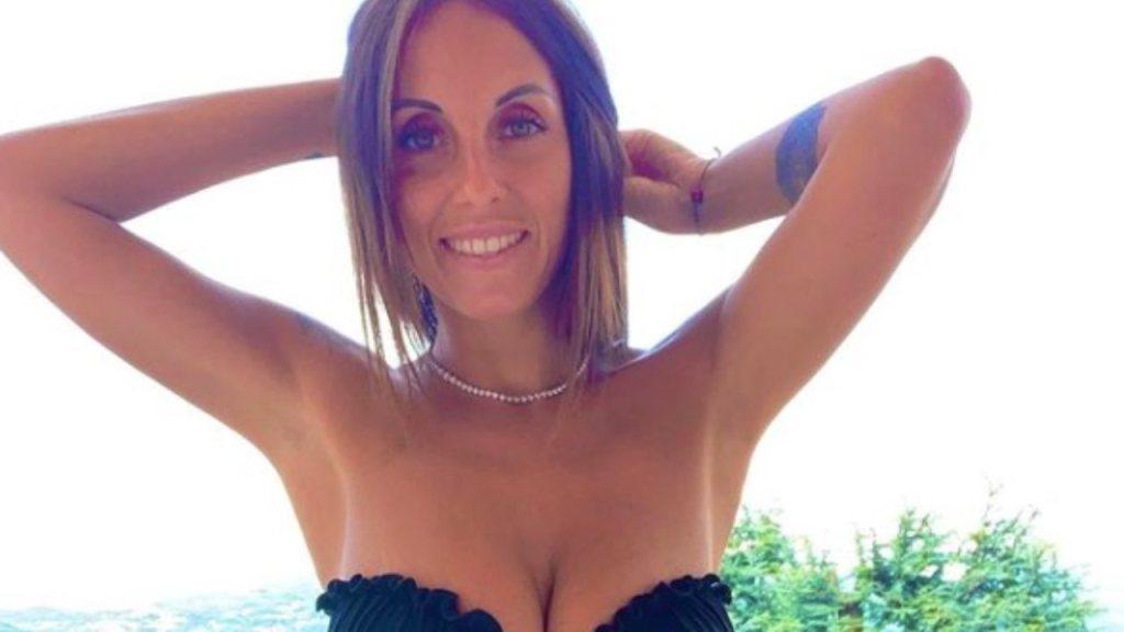 jessica-franceschetti:-decollete-esplosivo-e-relax-al-sole,-e-irresistibile-–-foto