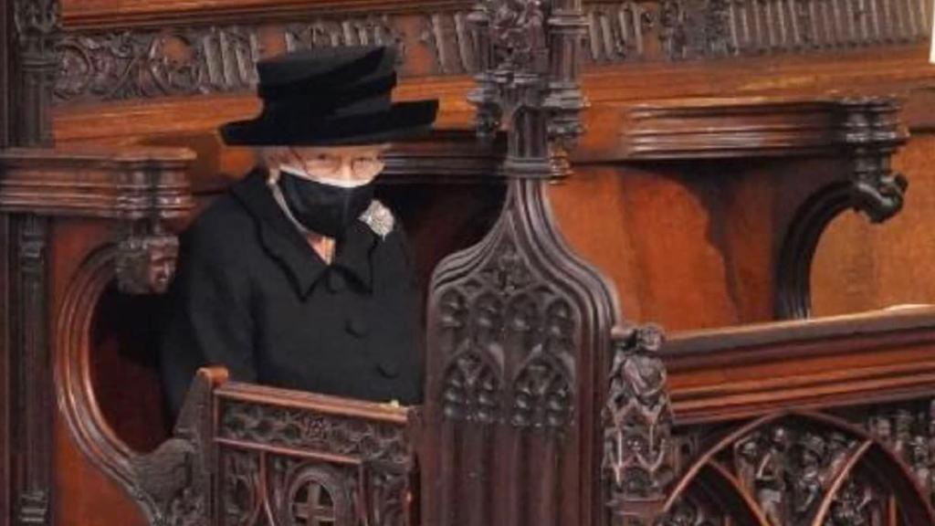 il-significato-della-spilla-indossata-dalla-regina-elisabetta-nel-giorno-del-funerale-del-marito