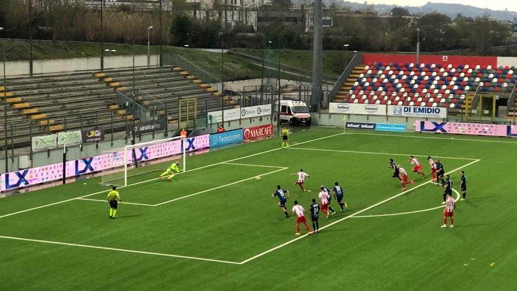 calcio-c,-il-teramo-vince-(2-0-al-bisceglie)-sale-al-settimo-posto-ed-e-nei-play-off