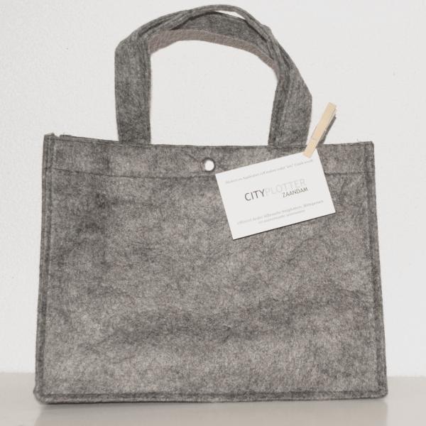 Tas tasjes vilt licht grijs met drukknoop bag shopper tassen felt licht grey big Cityplotter Zaandam