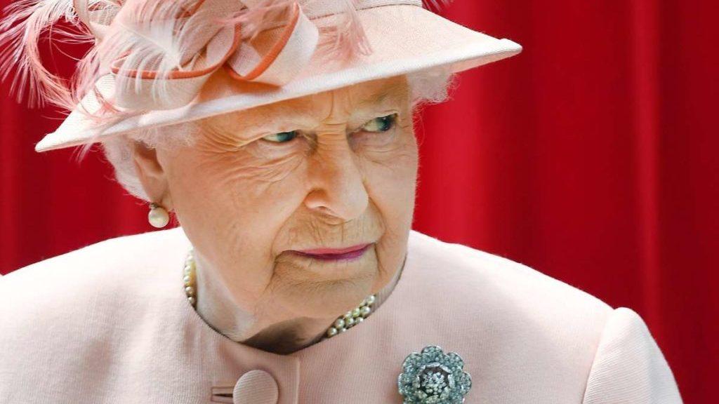 regina-elisabetta:-dopo-la-morte-del-principe-filippo,-un-nuovo-lutto-per-sua-maesta