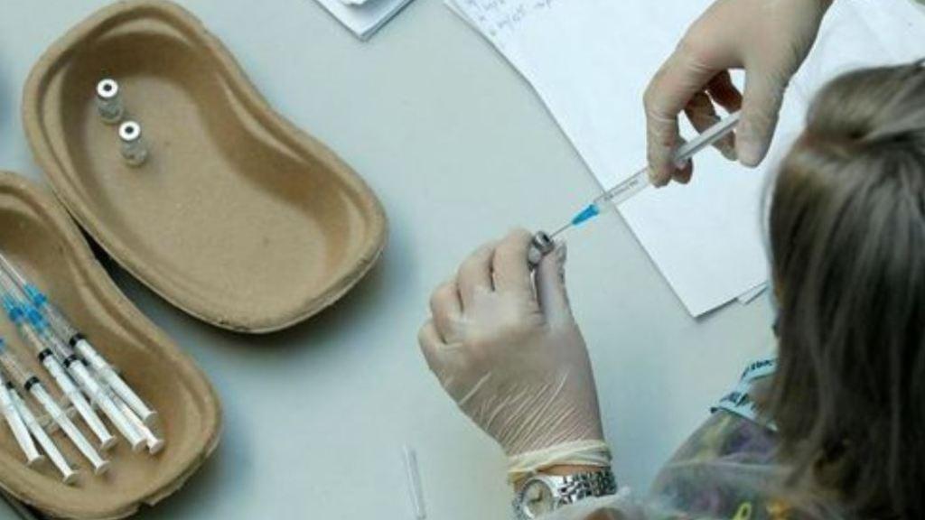 coronavirus,-iniettate-per-errore-6-dosi-di-vaccino-pfizer-a-una-studentessa-di-23-anni:-dimessa-e-monitorata