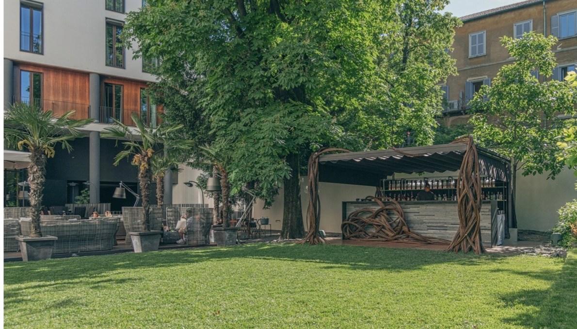 il-giardino-del-bvlgari-hotel-di-milano-riparte-per-l'estate-2021