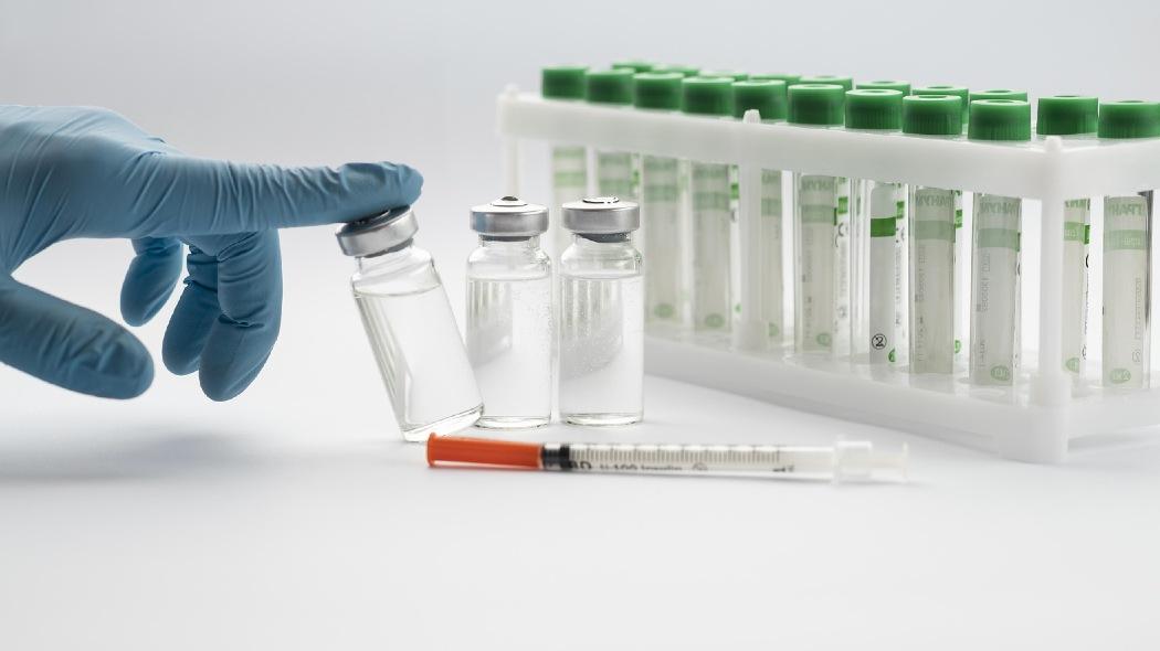 il-vaccino-astrazeneca-solo-per-gli-over-60.-e-seconda-dose-a-mrna-per-i-piu-giovani