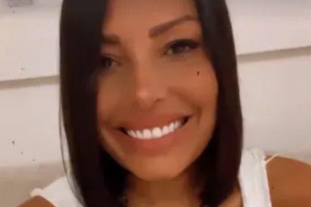 """carolina-marconi-inizia-la-chemioterapia-e-si-taglia-i-capelli:-""""sorrido-ma-non-e-facile"""""""