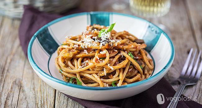 spaghetti-al-sugo-di-melanzane-vegan