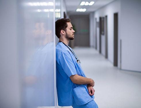 infermiere:-sono-affetto-da-disturbo-bipolare,-ho-paura-a-dirlo-ai-colleghi.