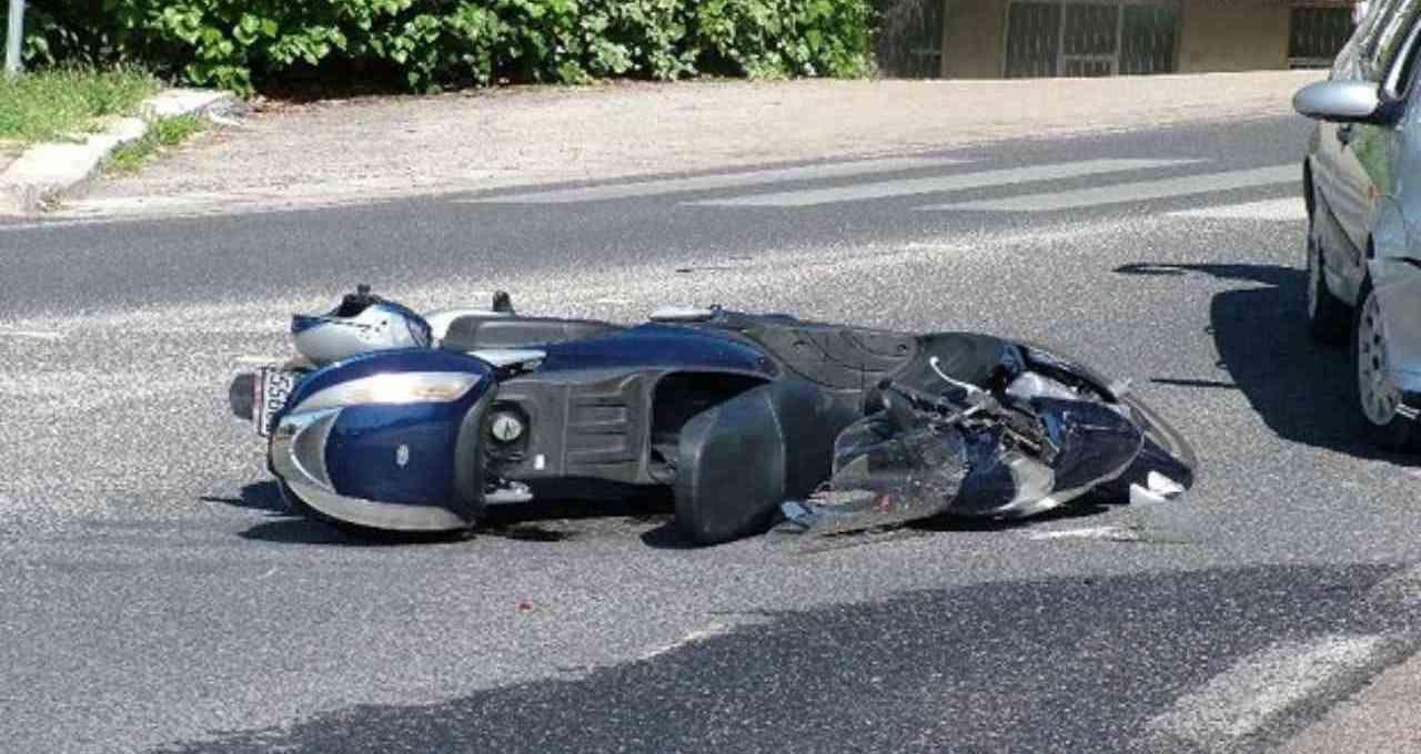 tragico-incidente-stradale,-si-schianta-contro-furgone:-inutili-i-soccorsi