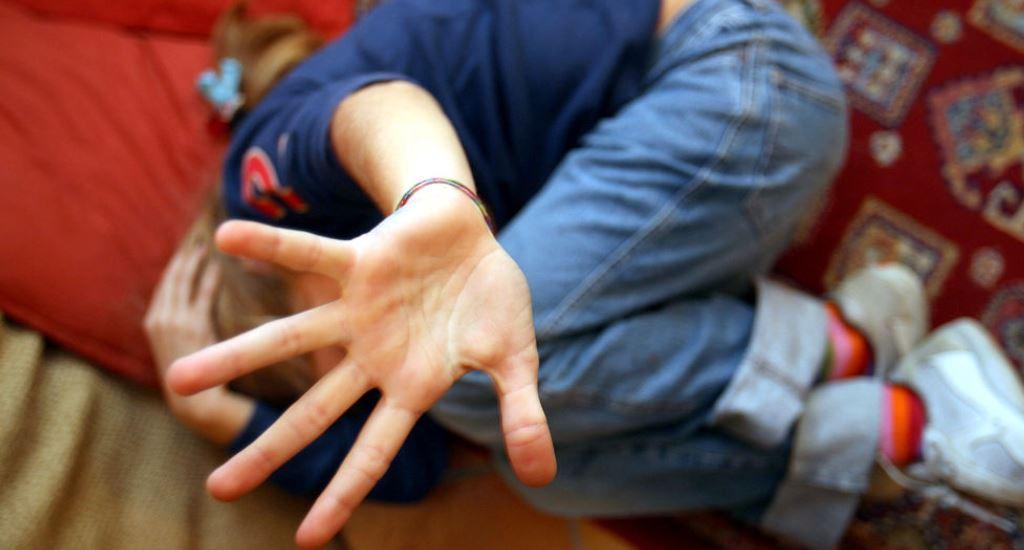 il-tribunale-ordina-il-ricollocamento-dal-padre:-a-8-anni-viene-tolto-alla-madre-dalla-polizia