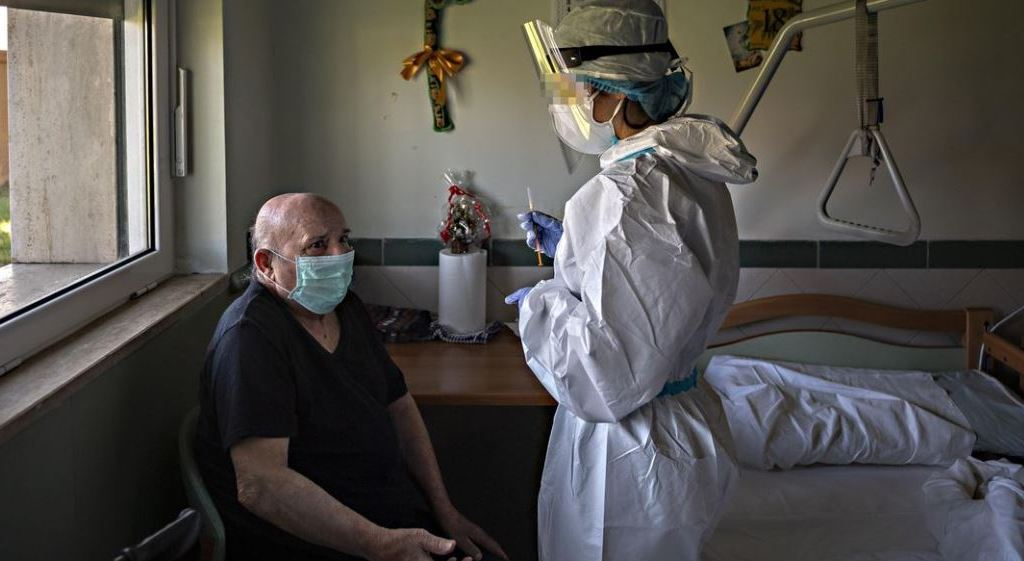 l'obbligo-vaccinale-per-i-sanitari-lascia-ospedali-e-rsa-senza-personale