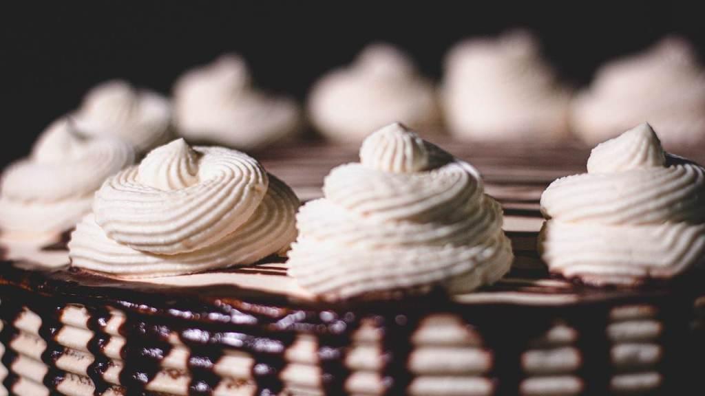 torta-'fast&furious'-in-10-minuti:-freschissima,-con-4-ingredienti-e-senza-forno,-per-una-merenda-da-campioni!