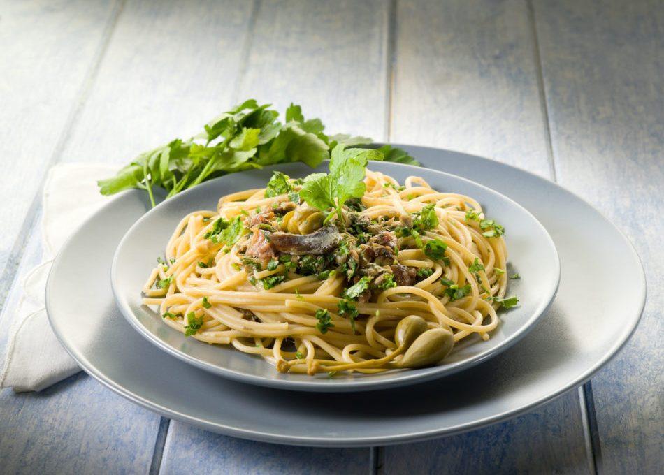 la-ricetta-perfetta-della-pasta-con-le-acciughe-(e-altri-meravigliosi-piatti-illustrati)
