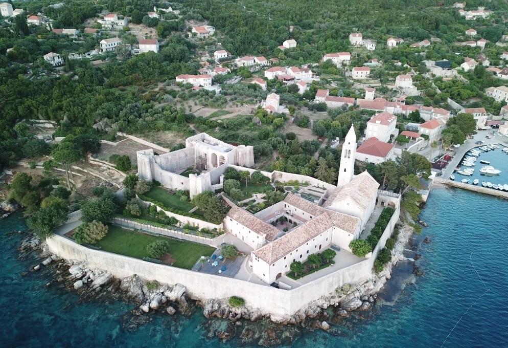 dormire-in-un-monastero-del-xv-secolo-a-lodup,-in-croazia