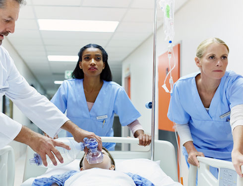 cercasi-non-infermieri-per-ricoprire-il-ruolo-di-infermiere-scandalo-all'nhs.