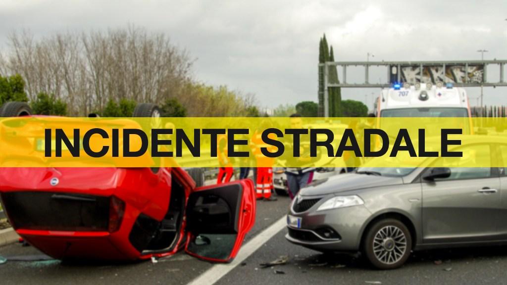 grave-incidente-in-calabria:-scontro-frontale-tra-due-auto,-due-feriti.-statale-106-chiusa-al-traffico