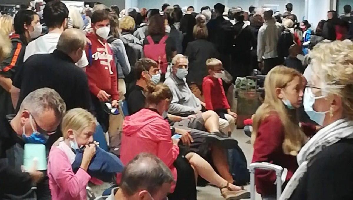 lamezia-terme,-situazione-drammatica-all'aeroporto:-oltre-15-ore-di-ritardo-per-volo-ryanair,-passeggeri-chiedono-l'intervento-della-polizia-[foto-e-video]
