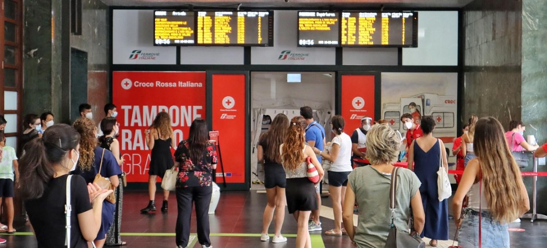 reggio-calabria:-domani-termina-il-servizio-dei-tamponi-gratuiti-della-cri-alla-stazione-centrale