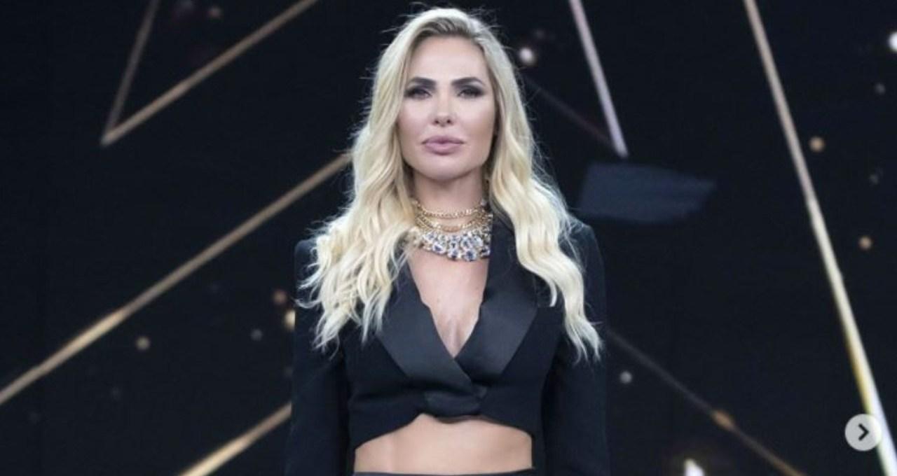 star-in-the-star,-imita-loredana-berte:-e-standing-ovation,-scommesse-sulla-sua-identita-–-video