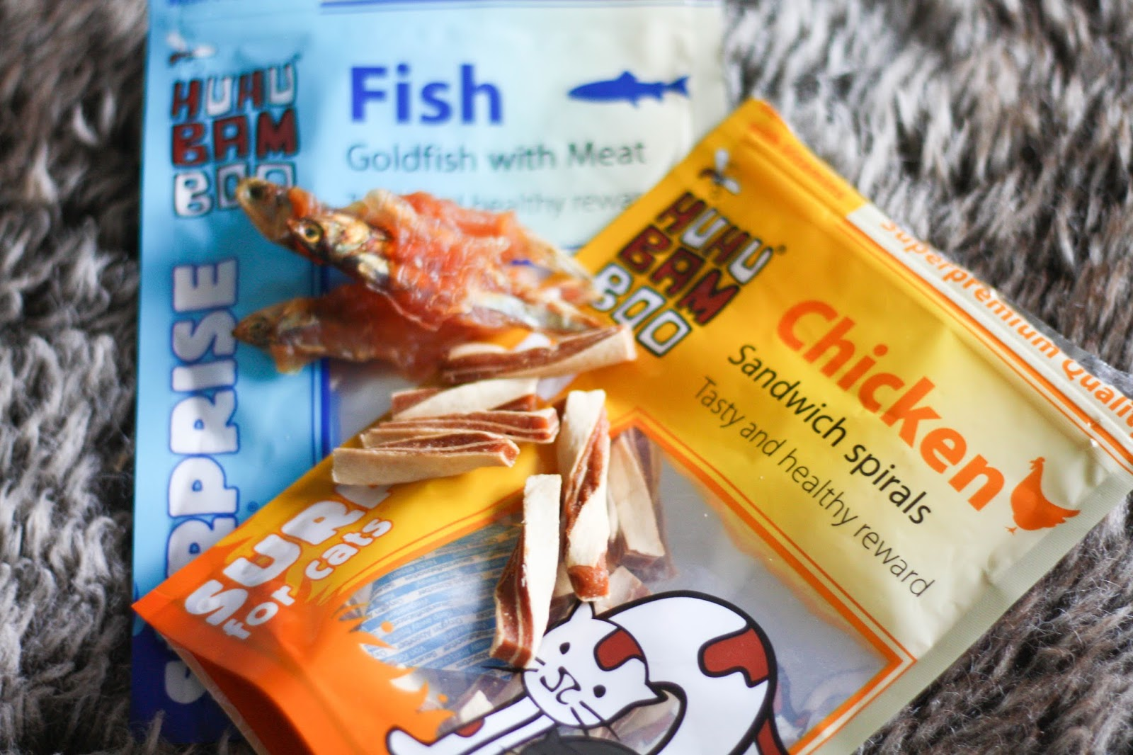 Feline Foodology: Goldfish with meat & Sandwich spirals by HuHuBamboo