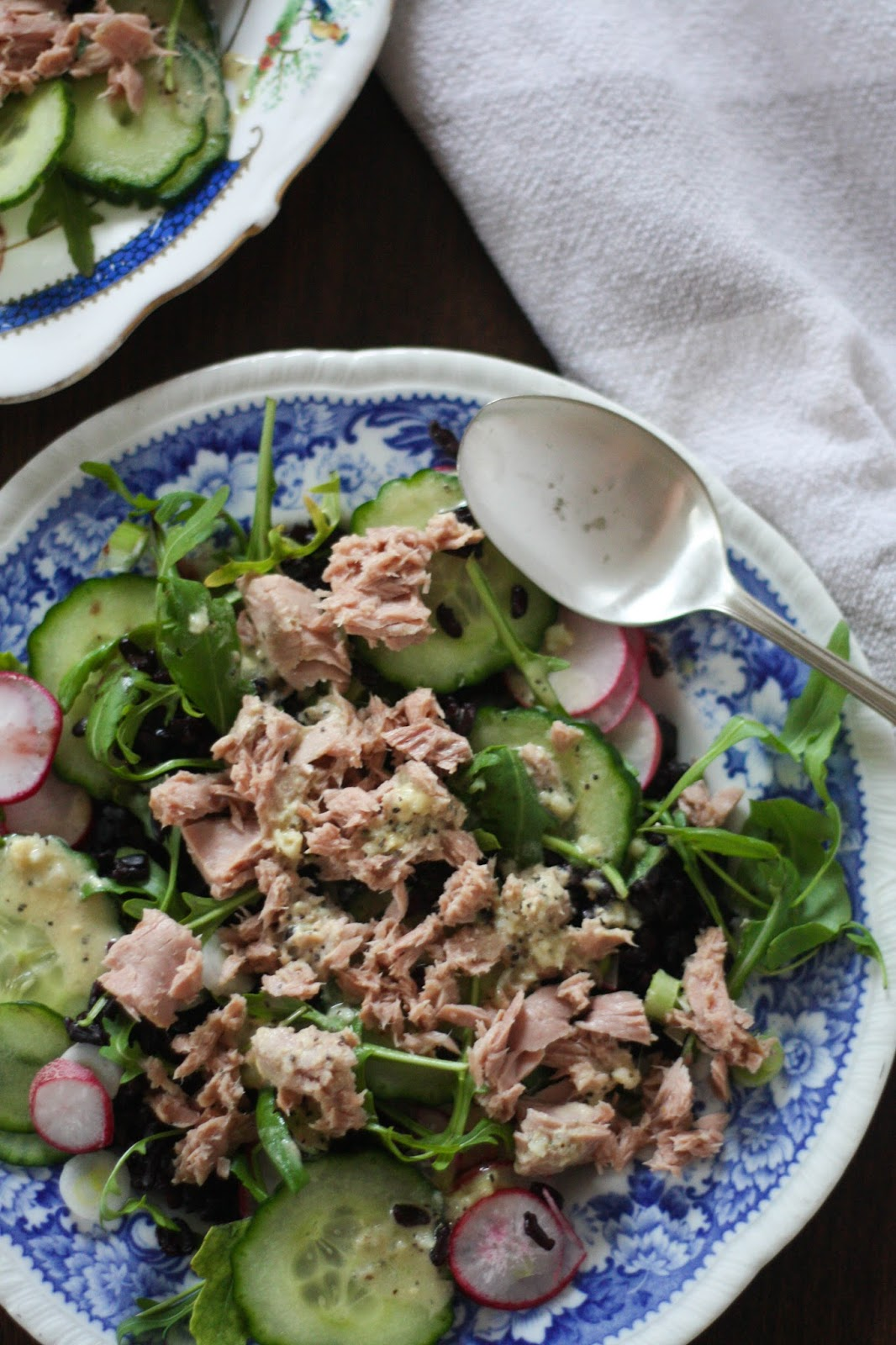 Tuna & rocket salad with mustard dressing