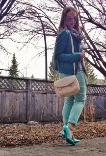 shades of blue and brown, mint skinny jeans and stilettos