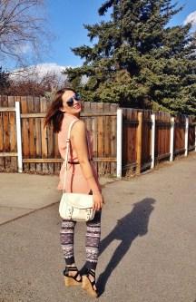 summer style - printed leggings, peach blouse, nude cross body bag