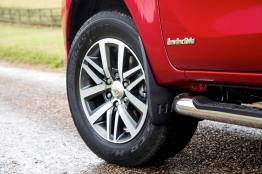 2016-Hilux-Invincble-Ext-Static-14