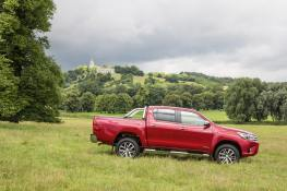 2016-Hilux-Invincble-Ext-Static-4