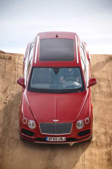 Bentley Bentayga named SUV of the Year by Robb Report UK 04