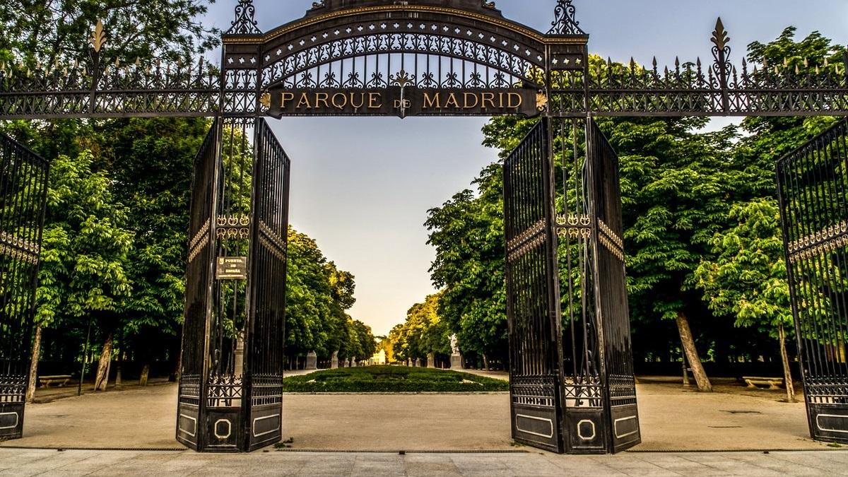 Foto de la entrada principal del Parque del Retiro de la ciudad de Madrid