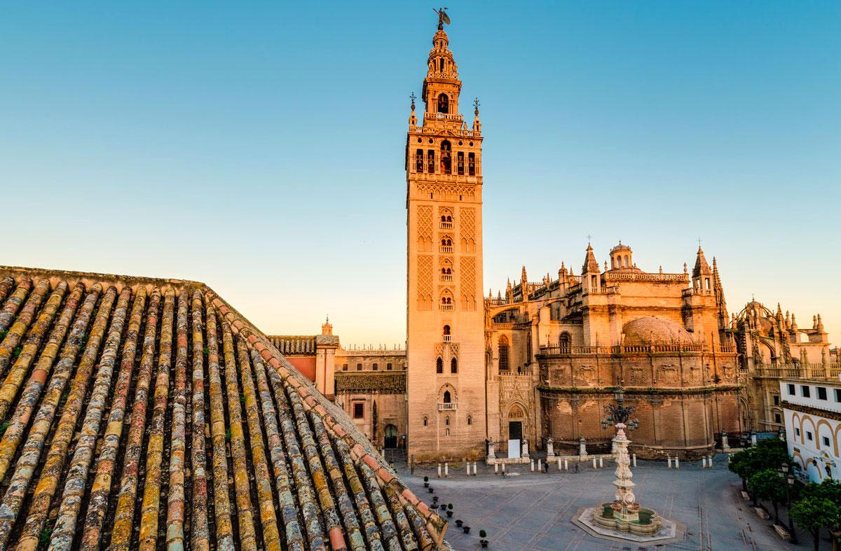 Foto de la Giralda en la ciudad de Sevilla