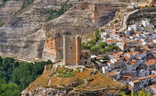 Castillo y Vista Panorámica de Alcala del Jucar