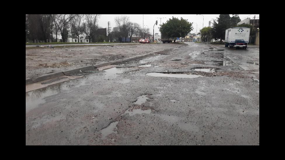 Así está la avenida Márquez y Triunvirato