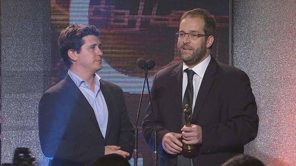 TN DEPORTIVO. Hernán Castillo y Julián Mansilla, jefe de Deportes, en la entrega.