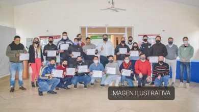Photo of Emprendedores reciben creditos en plaza San Martin