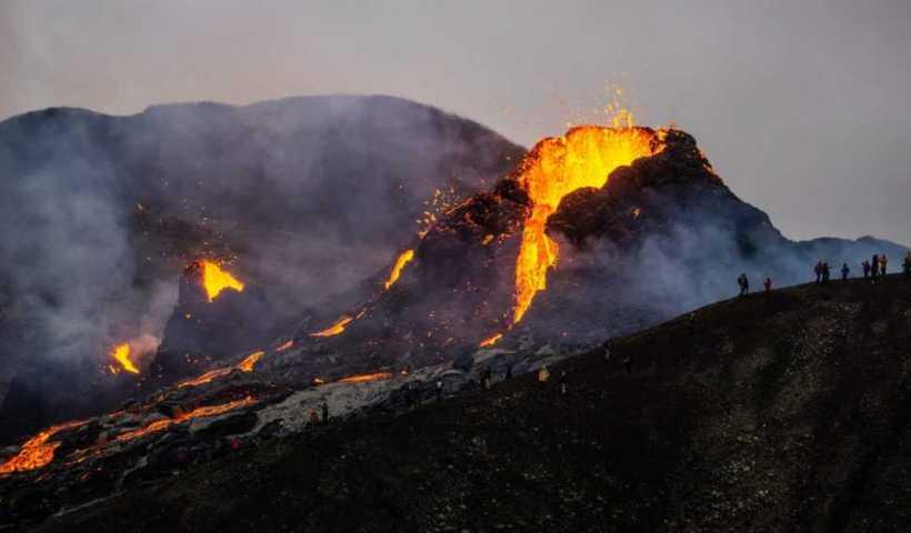 Le drone est anéanti par l'éruption d'un volcan en Islande;  Regardez