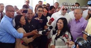 Vendedores de la Ciudad Juan Bosch hablan con periodistas
