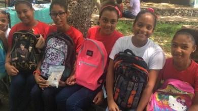 Photo of FundoVida entrega mochilas y útiles escolares